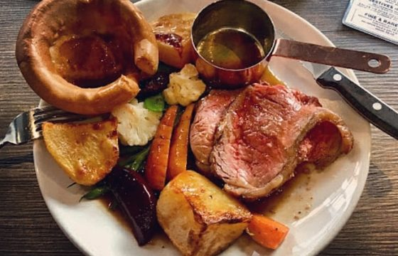 £ 5 Sunday Roasts at The Cork and Bottle